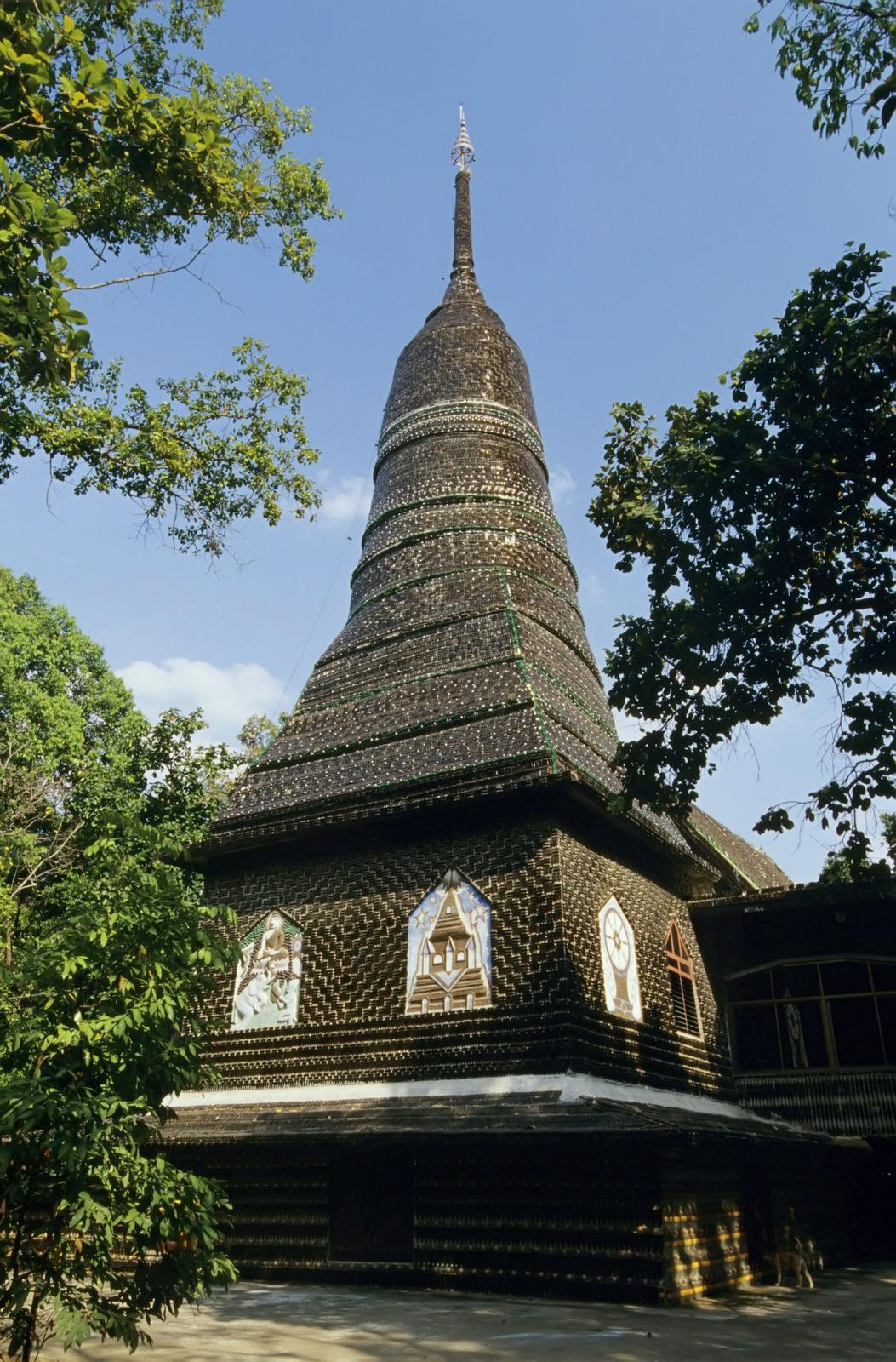 Wat Pa Maha Chedi Kaew Thailand Temple